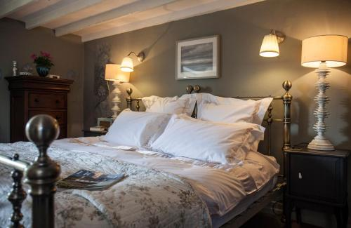 A bed or beds in a room at Westcroft Guesthouse Boutique B & B