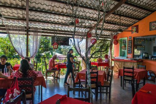 Un restaurante o sitio para comer en Conchal Hotel