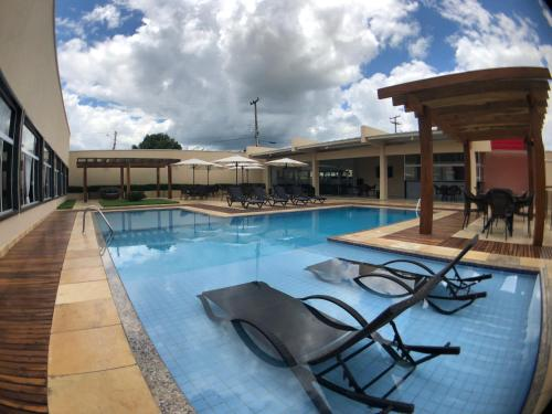 The swimming pool at or near Garoto Park Hotel