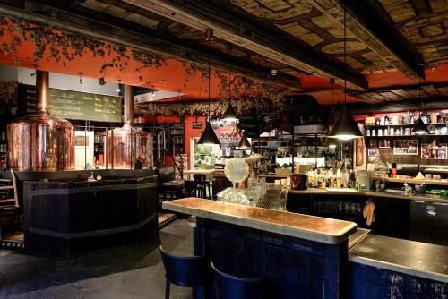 The lounge or bar area at Gaststätte Brauhaus Zwickau GmbH