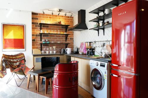 A kitchen or kitchenette at Artravel Myeongdong