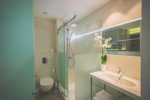حمام في فندق كارامل البوتيكي