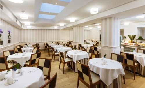 Un restaurante o sitio para comer en Sercotel Gran Hotel Conde Duque
