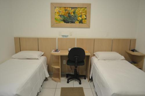Cama ou camas em um quarto em Argentin Palace Hotel