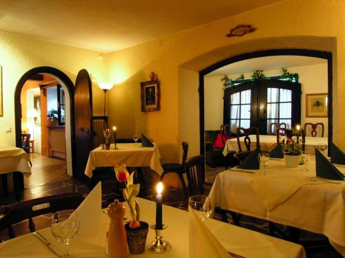 Ein Restaurant oder anderes Speiselokal in der Unterkunft Haus Wartenberg