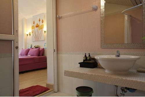 A bathroom at Nimmanoradee Resort - SHA Certified