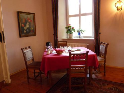 Ein Restaurant oder anderes Speiselokal in der Unterkunft Schloss Triestewitz