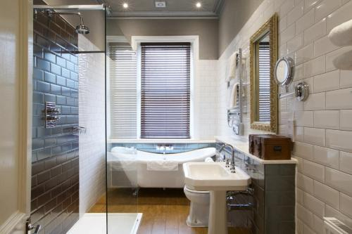A bathroom at Liverpool Aigburth Hotel, Sure Hotel Collection by BW