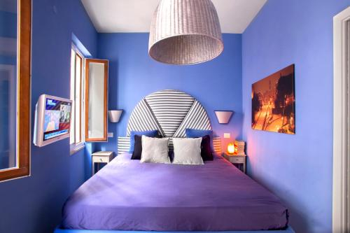 A bed or beds in a room at Piazza Venezia Luxury Apartment