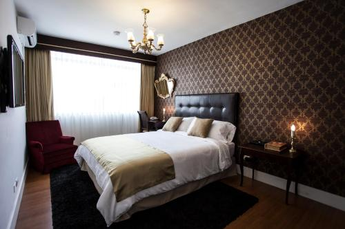 A bed or beds in a room at Ife Boutique