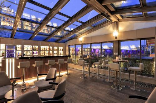 The lounge or bar area at Divan Ankara