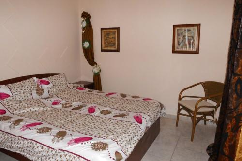 A bed or beds in a room at Thessaloniki Airport Apartment & Mall Cosmos