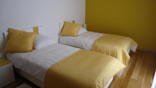 Uma cama ou camas num quarto em Moradia com Piscina