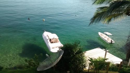A bird's-eye view of Casa Na Ilha Grande De Frente Pro Mar Com Pier