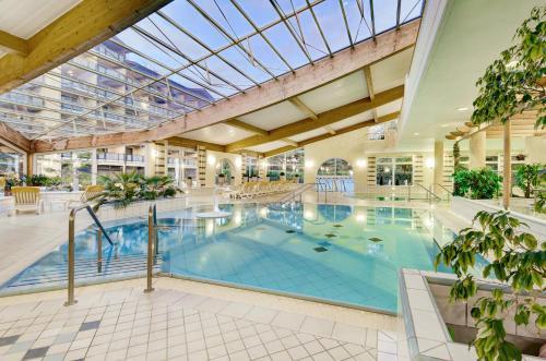 The swimming pool at or near Kurhotel Zink e. K.