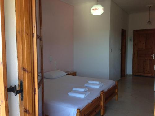 A bed or beds in a room at Kolios View
