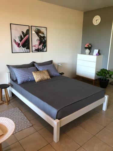 Cama ou camas em um quarto em Studio Kaoha Nui - Private apartment