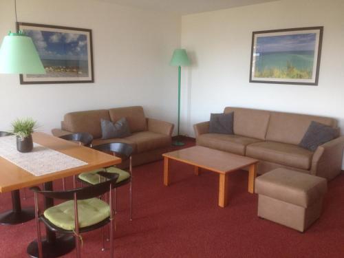 Ein Sitzbereich in der Unterkunft Apartmentanlage Birdieweg