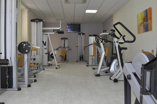 The fitness center and/or fitness facilities at Hôtellerie Notre Dame de Lumières