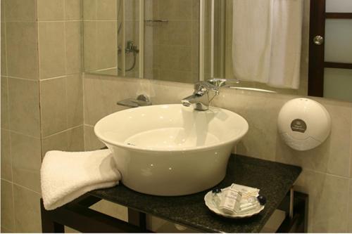 Un baño de Alassia Hotel