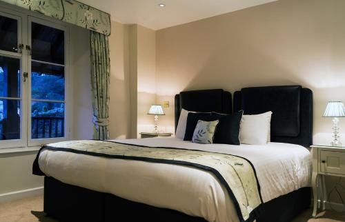 A bed or beds in a room at Rising Sun Hotel