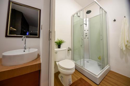 A bathroom at Siam Nitra Boutique Hotel