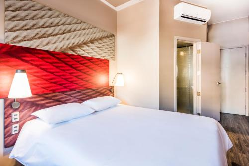 A bed or beds in a room at ibis Cali Granada