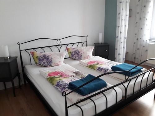 Een bed of bedden in een kamer bij Stadtoase Koblenz