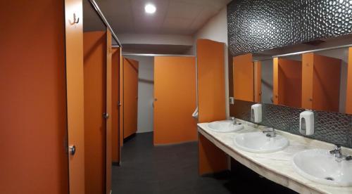 A bathroom at Cruce De Caminos Arzua