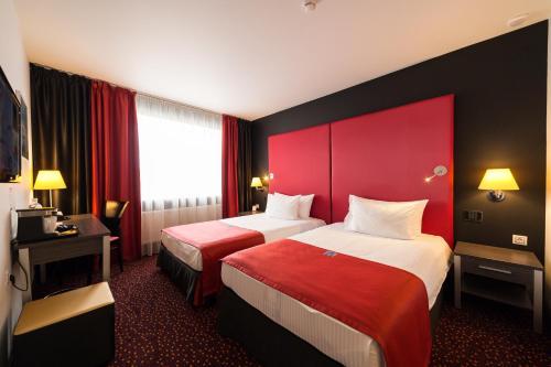 Кровать или кровати в номере Avenue Park Hotel