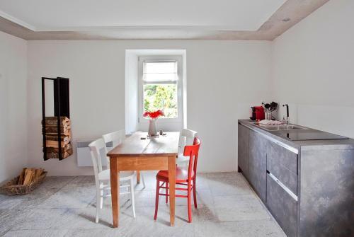 A kitchen or kitchenette at Casa Rossa