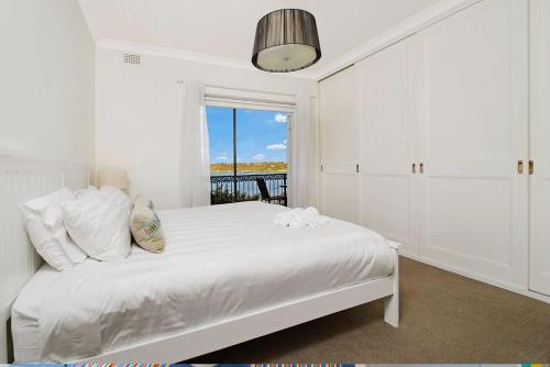 A bed or beds in a room at Balmoral Driftwood 2 - with views!