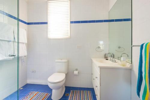 A bathroom at Balmoral Driftwood 2 - with views!