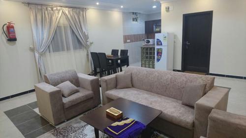 Uma área de estar em Taraf Al Asalah Villas