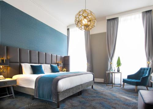 A bed or beds in a room at Iveagh Garden Hotel