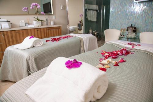 Spa and/or other wellness facilities at Sunset Marquis Hotel