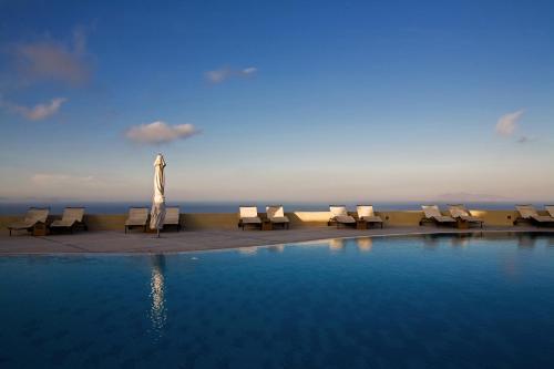 Πισίνα στο ή κοντά στο The Majestic Hotel