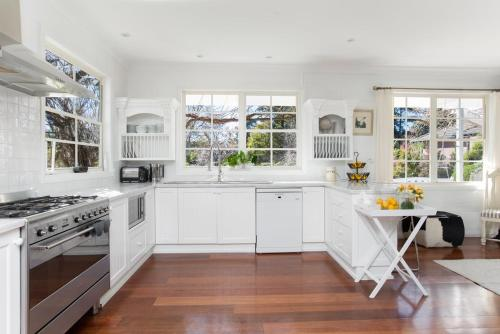 A kitchen or kitchenette at Bowral Escape