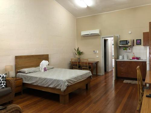 A bed or beds in a room at Access Units on Ramsi St