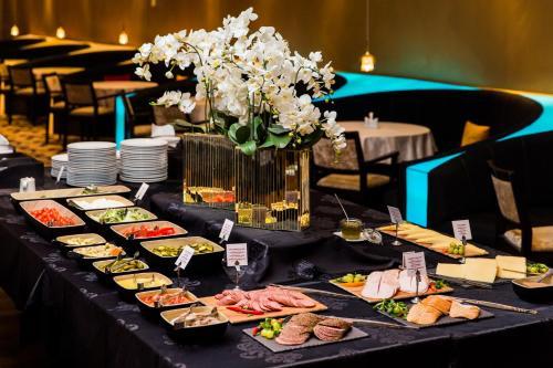 Restoran või mõni muu söögikoht majutusasutuses Original Sokos Hotel Viru