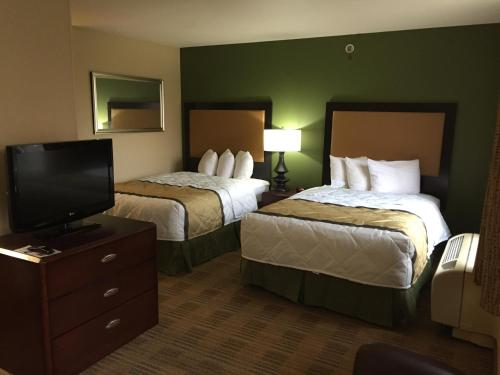 A bed or beds in a room at Extended Stay America Suites - Raleigh - RTP - 4919 Miami Blvd
