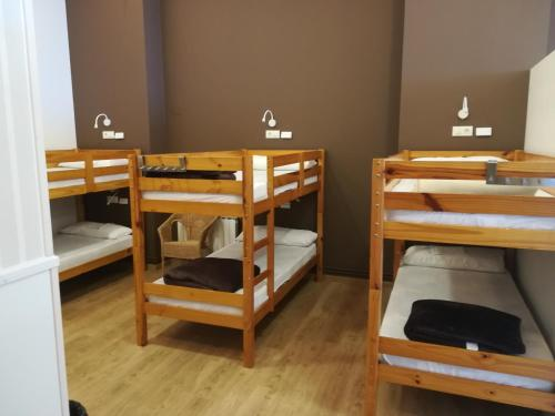 A bunk bed or bunk beds in a room at Albergue Ultreia