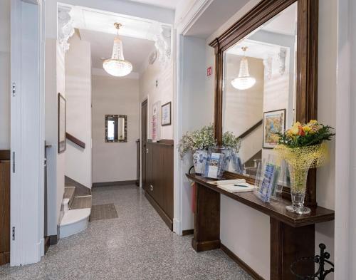The lobby or reception area at Hotel Garni Corona