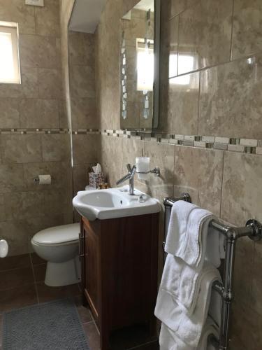 A bathroom at Poplar House
