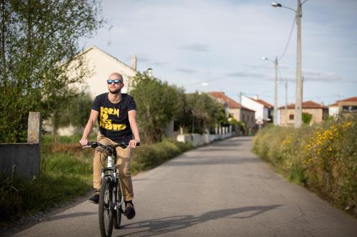 Andar de bicicleta em Cerca Design House ou nos arredores