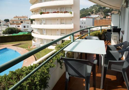Vista de la piscina de Apartaments Plus Costa Brava Estartit o alrededores