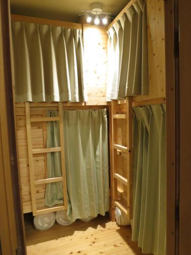 ノーボーダーズ ホステルにある二段ベッド
