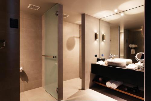 A bathroom at MACq 01 Hotel