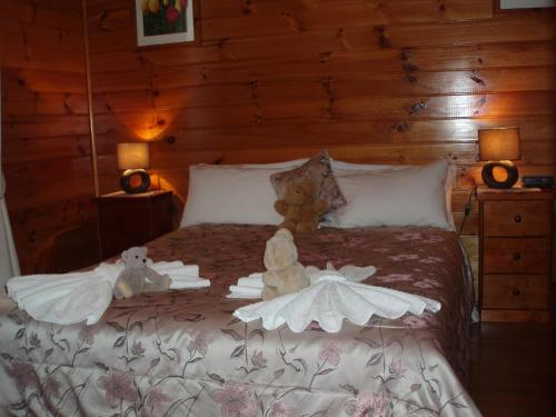A bed or beds in a room at Boat Harbour Garden Cottages