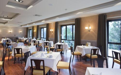 A restaurant or other place to eat at Parador de Vielha